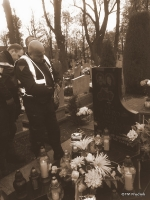 na grobach kolegów